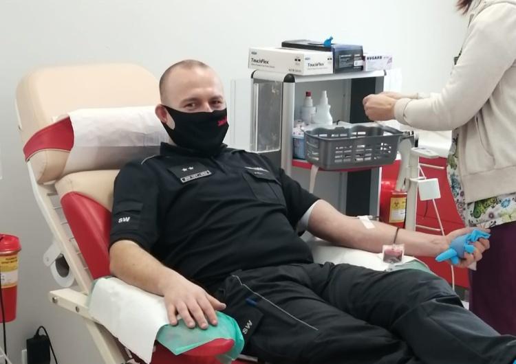 Funkcjonariusze oddali krew