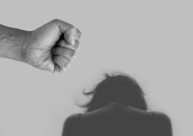 Realne wsparcie dla ofiar przemocy. Nowy program Ordo Iuris