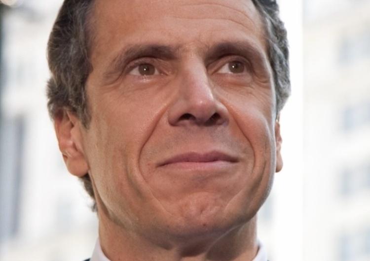 Andrew Cuomo Po skandalach seksualnym i ze zgonami w domach opieki demokratyczny gubernator NY pozbawiony uprawnień