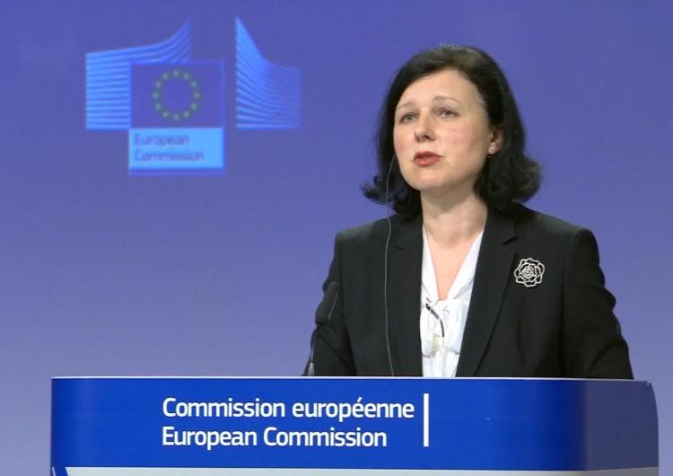 Vera Jourova Jourova zapowiada kary za politykę anty-LGBT. Rzecznik rządu: Mamy kryzys, a UE zajmuje się politycznymi gierkami