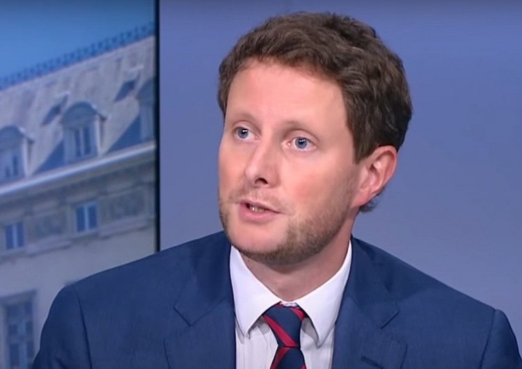 Clément Beaune Un secrétaire d'Etat de Macron diffuse des fake news et déclenche un scandale en Pologne