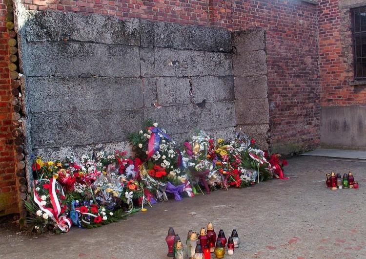 """Ściana Śmierci, Auschwitz [Tylko u nas] """"Patrzajcie pierony, jak Ślązaki idą na śmierć za Polskę"""". Tak Ślązacy szli pod Ścianę Śmierci"""