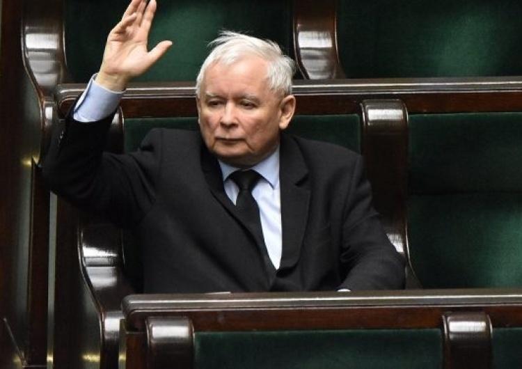 """""""Jarosław Kaczyński uderzył pięścią w stół"""". Mocne słowa europosła PiS"""