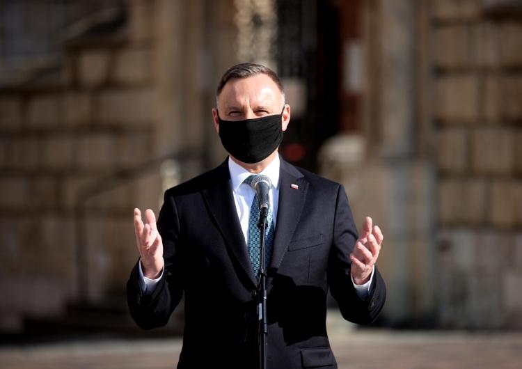Prezydent: Oddaję hołd Lechowi Kaczyńskiemu, jego małżonce i wszystkim ofiarom katastrofy smoleńskiej