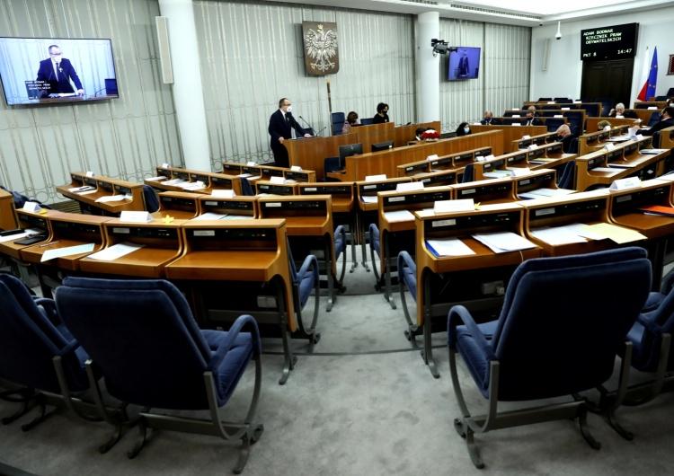 Senatorowie PiS opuścili salę w czasie wystąpienia Adama Bodnara