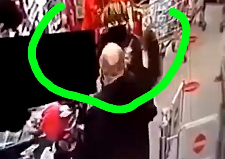[video] Kolejka do kasy. Nie miał maseczki. Miała mu zwrócić uwagę. Uderzył ją przy kilkuletniej dziewczynce
