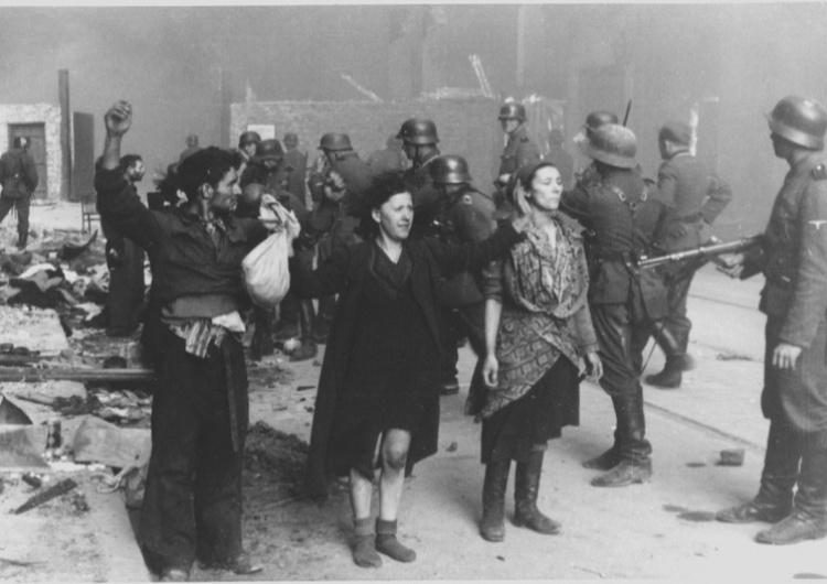 [Video] W Warszawie uczczono 78. rocznicę powstania w getcie warszawskim. O 12:00 zawyły syreny