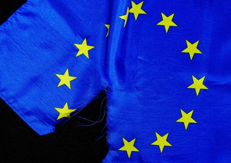 flaga z logo UE [Tylko u nas] Prof. David Engels: Dlaczego powinniśmy się obawiać