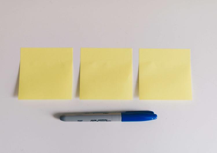 Karteczki samoprzylepne – mała rzecz, a cieszy i… pomaga