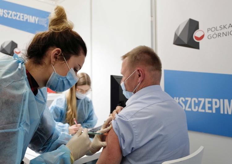Punkt szczepień, zdjęcie ilustracyjne Jak w praktyce będzie działać system paszportów covidowych?