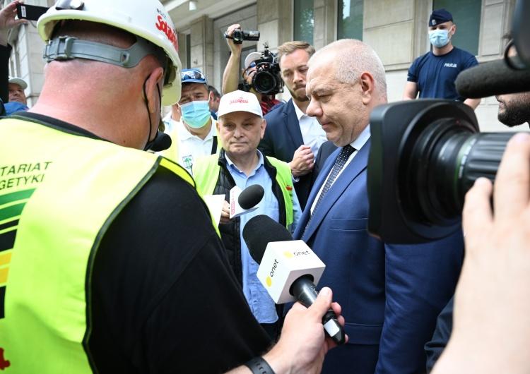 [FOTO] Manifestacja Solidarności w Warszawie: Spotkanie z Sasinem, szef rządu nieobecny.