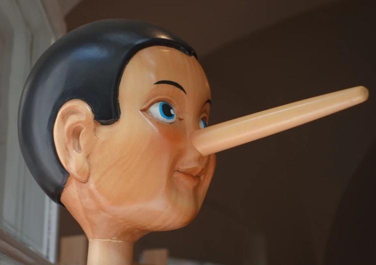 Pinokio Presja ma sens. Włoski dziennik usunął kłamliwe wyrażenie