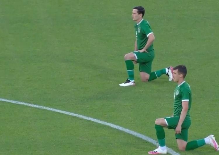 irlandzcy piłkarze klęczą przed meczem z Węgrami [video] Tak węgierscy kibice wygwizdali klękających w geście BLM irlandzkich piłkarzy