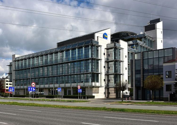 siedziba TVN, Warszawa ul. Wiertnicza Aktorzy twierdzą, że zostali oszukani przez TVN na grube miliony. Mieli być zastraszani. Prokuratura zbada sprawę