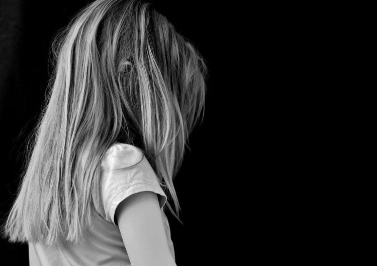 Bili ją przedmiotami, po twarzy, miała złamaną kość. 3-letnia Zuzia nie żyje