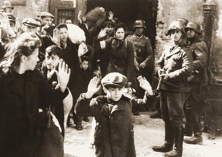 Żydzi pojmani przez SS w trakcie tłumienia Powstania w getcie warszawskim [Tylko u nas] Paweł Jędrzejewski: Degermanizacja Holokaustu