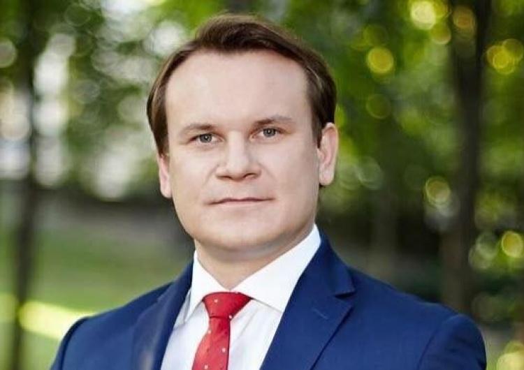 Dominik Tarczyński [Tylko u nas] Tarczyński: Musimy otwierać się na świat. Spojrzenie fundamentalistyczne, że mamy tylko Niemcy i USA, jest błędne