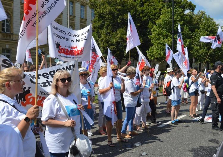 protest pracowników sądownictwa pod KPRM Pracownicy sądownictwa protestowali pod KPRM:
