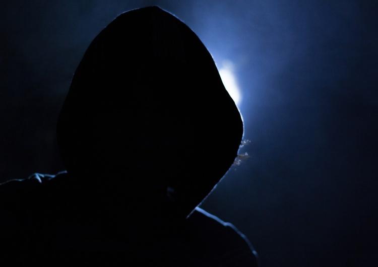 Haker, zdjęcie ilustracyjne Groził śmiercią prezydentowi Ciechanowa.