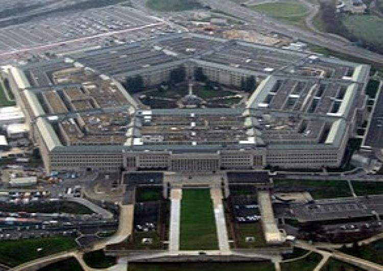 Pentagon Co tam się dzieje? Strzały przed Pentagonem to nie wszystko. Policjant dźgnięty nożem