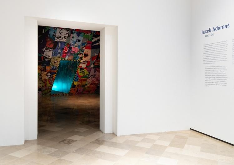 Wystawa Jacka Adamasa w Centrum Sztuki Współczesnej Zamek Ujazdowski. Myśl chroni nas przed manipulacją