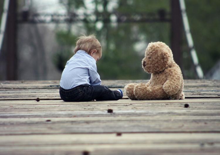 Enfants : sacrés ou sacrifiés ?