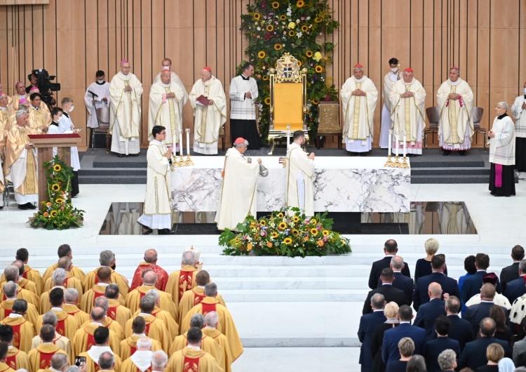 Papież włączył do grona błogosławionych kard. Stefana Wyszyńskiego i Matkę Elżbietę Czacką