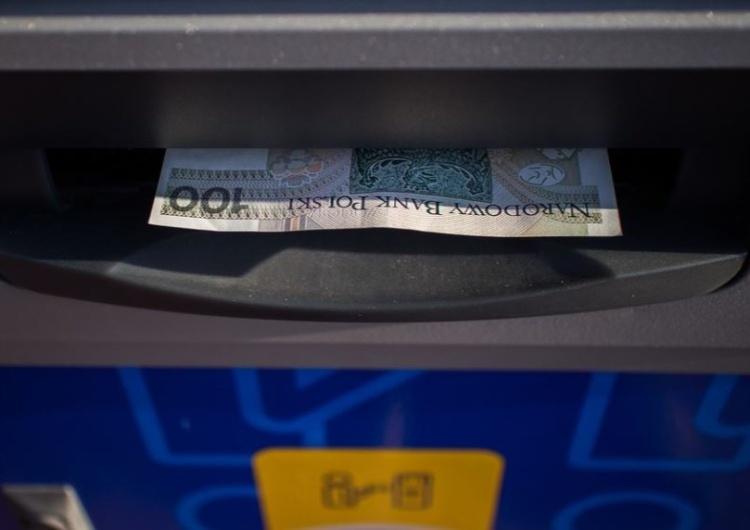 Rząd: Minimalne wynagrodzenie w 2022 r. wzrośnie do 3010 zł, a stawka godzinowa do 19,70 zł