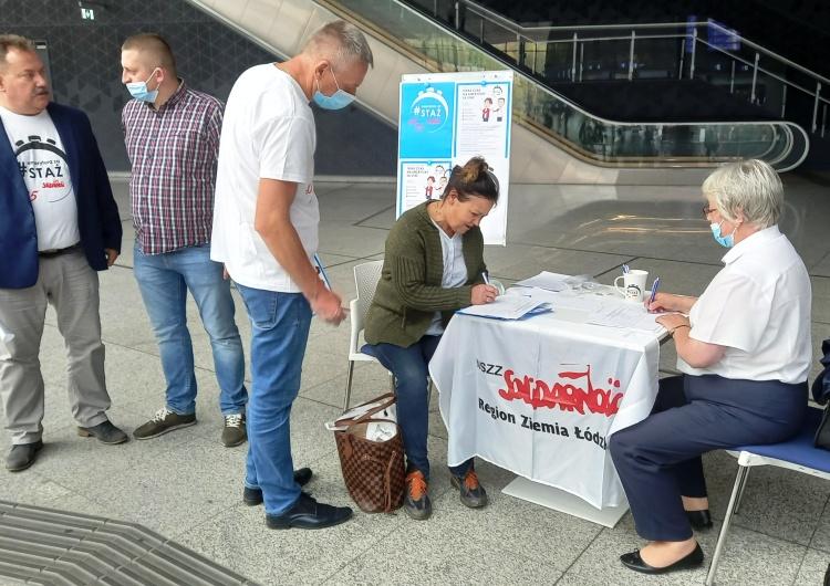 Na łódzkich dworcach zbierano podpisy pod emerytury stażowe