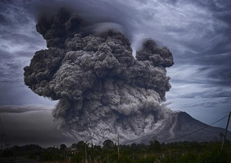 pył wulkaniczny, zdjęcie poglądowe Chmura toksycznego pyłu z wulkanu Cumbre Vieja zmierza w kierunku Polski [VIDEO]