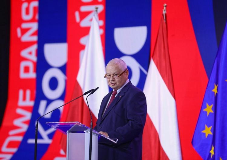 """Adam Glapiński podczas Kongresu 590 w Warszawie Glapiński mówi o """"polskim cudzie gospodarczym"""". """"Od czasów rozbiorów nie mieliśmy takich sukcesów"""" [WIDEO]"""