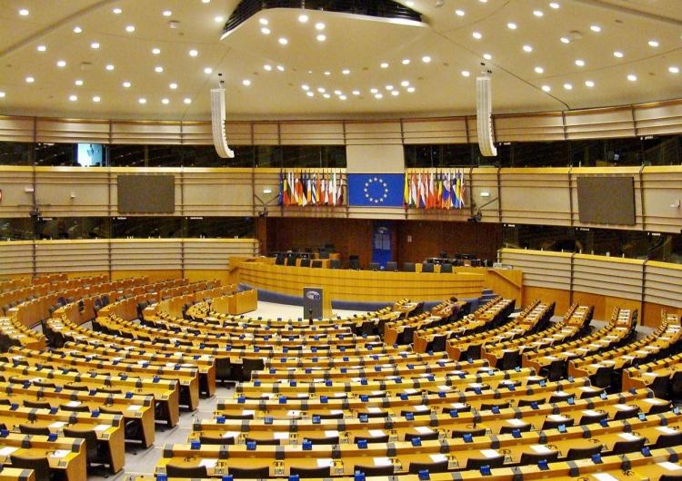 """Sala plenarna PE w Brukseli Anna Kubacka: """"Ich ciało, ich wybór"""" - PE próbuje ingerować w wewnętrzne ustawodawstwo USA"""