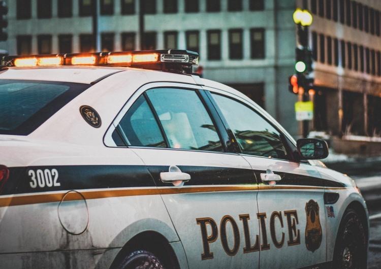 Policjant zawieszony po modlitwie przed kliniką aborcyjną pozywa Departament Policji