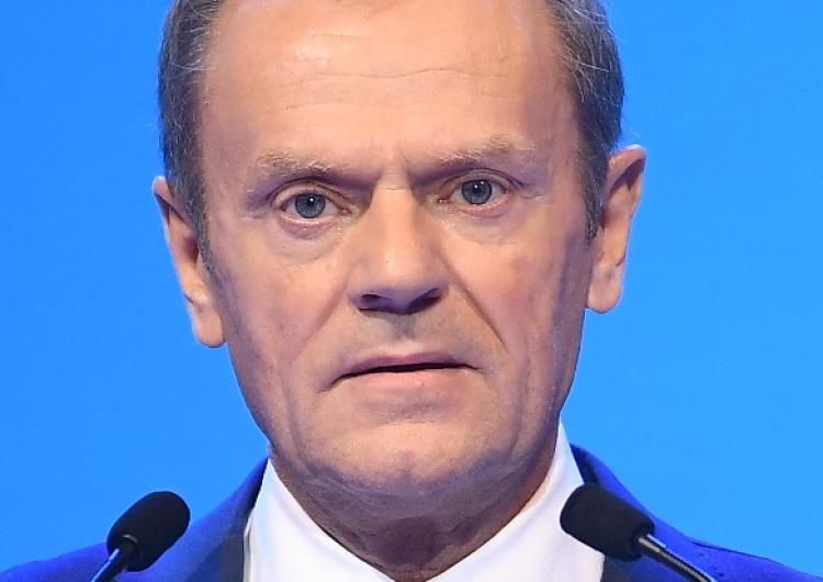 Donald Tusk Grzegorz Gołębiewski: Groteskowe narracje Donalda Tuska