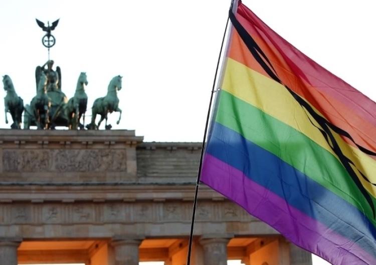 Niemcy: Pierwsza adopcja dziecka przez parę gejów