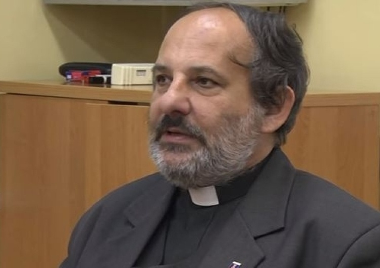 """Ks. Isakowicz-Zaleski: Lemański nie ma praw do sutanny, a Tygodnik Powszechny do """"katolicki"""""""