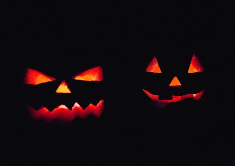 """""""Ofiaruję swoją duszę diabłu"""" - cyrograf takiej treści musiały podpisać dzieci na halloweenowej zabawie"""
