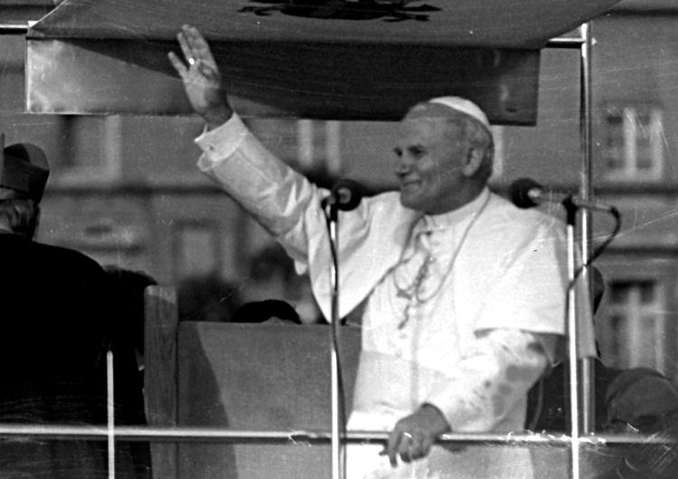 Przypominamy słowa św. Jana Pawła II o PW: Należy w milczeniu skłonić głowę przed rozmiarem poświęcenia