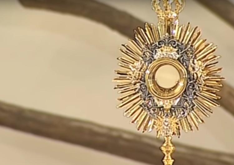 """Jezus Królem i Panem: """"Uznajemy Twe Panowanie nad Polską i całym naszym Narodem"""" [video]"""
