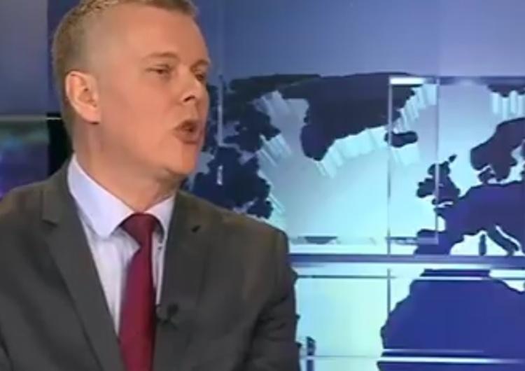 """Felietonistka Krytyki P. szydzi z Siemoniaka, bo wziął wystawę za przykład """"niepodzielnych rządów PiS"""""""