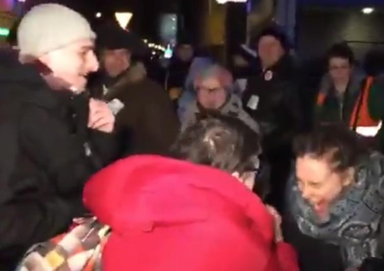 """[video] Entuzjazm """"obrońców demokracji"""" po ataku na Magdalenę Ogórek:""""Dobrze jej tak! Nikt jej nie lubi!"""""""