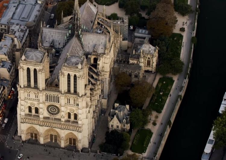 """Wyszkowski o proj. """"odbudowy"""" Notre Dame: """"Otwierany dach, żeby kąpiący się w miejscu prezbiterium..."""""""