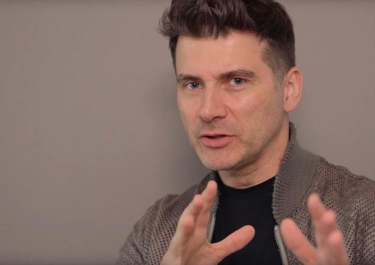 """Ciekawe. Tomasz Kammel oburzony samochodem """"Stop pedofilii"""": """"Niczym czarna Wołga"""""""