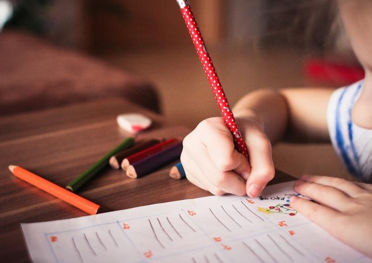 """""""Warto interesować się jakie zajęcia odbywają się w szkołach"""". Episkopat apeluje do rodziców"""