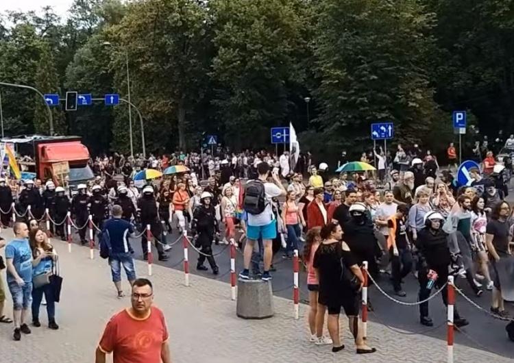 Czy po marszu równości w Białymstoku ktokolwiek zgłosił pobicie? Odpowiedź policji może zaskoczyć