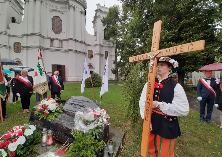 """[Foto] W kościele i na boisku. Łowicz celebrował 39. urodziny """"Solidarności"""""""