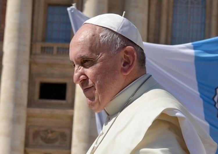 Papież do internautów: Co powinno być oknem na świat, staje się witryną, gdzie eksponuje się swój narcyzm