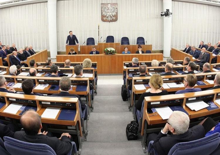 PiS zwycięża także w Senacie. PKW publikuje wyniki z ponad 70 proc. komisji wyborczych