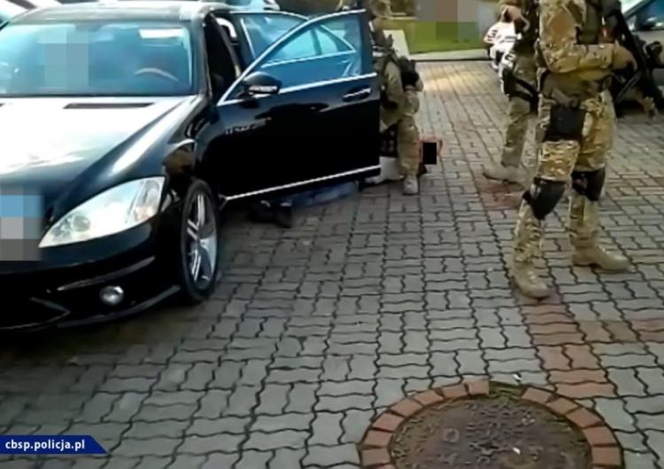 """Policja Antyterroryści likwidują sieć 10 agencji towarzyskich, tzw. """"mieszkaniówek"""""""