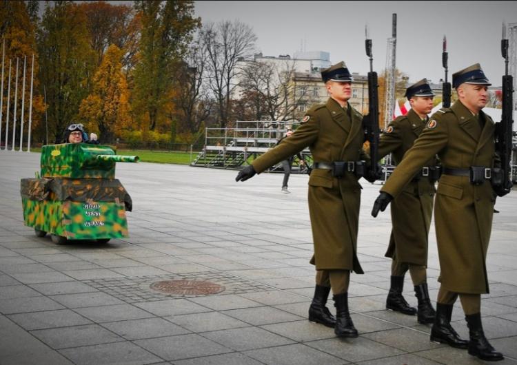 """Wiemy kim jest """"czołgista"""" sprzed Grobu Nieznanego Żołnierza i dlaczego stracił mandat radnego Pszowa"""